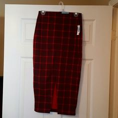 """Plaid midi skirt with front split Burgundy and red midi skirt with front slit bnwt, size extra small length is 30"""", material is 93% polyester, and 7% spandex, lovely piece looks great with denim shirt and ankle boots, price is firm unless bundled I have this listed in blue as well Old Navy Skirts Midi"""