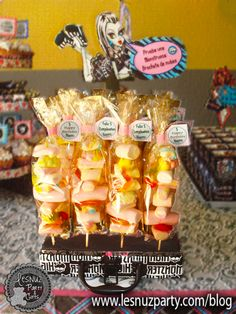 Cumpleaños de Monster High, una fiesta monstruosa - brochetas frankie