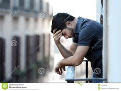 junger-mann-balkon-der-krise-die-emotionale-krise-und-leid-erleidet-44168728.jpg (1300×989)