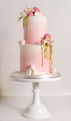 an ombre pink wedding cake with marshmallows, gold drip and macarons for a cute glam wedding cake decorating recipes kuchen kindergeburtstag cakes ideas Bolo Drip Cake, Bolo Cake, Drip Cakes, 21st Cake, 18th Birthday Cake, Amazing Birthday Cakes, Amazing Cakes, Pretty Cakes, Beautiful Cakes