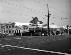 An Afternoon At Currie's Ice Cream Store - Los Angeles 1946 - Flashbak Ice Cream Companies, East Los Angeles, Los Angeles Neighborhoods, San Luis Obispo County, Camera Shop, Ice Cream Candy, Ice Cream Parlor, Historical Pictures, Brooklyn