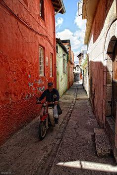 dar sokak .... Photo taken in Hatay Turkey By Serkes