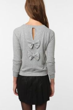 whisper by MMC bow back pullover.