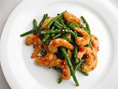 Shrimp with Spicy Garlic Sauce - a shrimp stir fry recipe with spicy garlic sauce you can make on the side! So deliciously easy