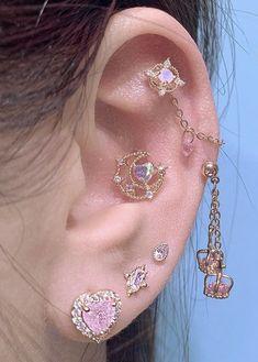 Ear Jewelry, Cute Jewelry, Body Jewelry, Jewelry Accessories, Jewlery, Pretty Ear Piercings, Ear Peircings, Bijoux Design, Accesorios Casual