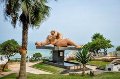 El Beso statue in Love Park in Lima, Peru