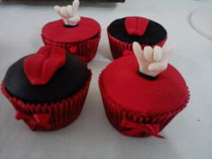 Cupcakes Rock by Neia Lucin