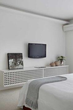 Destaque Para As Obras de Arte | Casa de Valentina Tv In Bedroom, Double Bedroom, Tv Rack, Couple Room, Arch Interior, Home Tv, Architecture Design, Woodworking, House