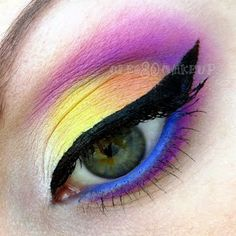Sport this extra colorful and exotic makeup that blends bright eye shadow tones beautifully. Mix it up with a thick cat eye and lush lashes, and you're all set to go! Exotic Makeup, Colorful Eye Makeup, Theatre Makeup, Make Up Art, Makeup Addict, Lashes, Eyeshadow, Cat Eye, Beauty