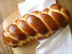 """May's Daring Bakers' Challenge was pretty twisted – Ruth from The Crafts of Mommyhood challenged us to make challah! Using recipes from all over, and tips from """"A Taste of Challah,"""" by Tamar Ansh, … Sourdough Challah Recipe, Challah Bread Recipes, Sourdough Recipes, Bagel Bread, Sicilian Recipes, Sicilian Food, Bread Machine Recipes, Cinnamon Bread, No Bake Treats"""