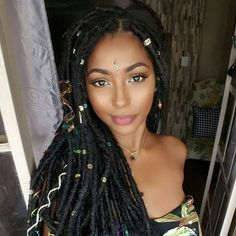 Read Style Protectrice: Faux-locs from the story Cheveux Naturels by kanedidia with reads. Faux Locs Hairstyles, My Hairstyle, Cute Hairstyles, Hair Updo, Wedding Hairstyles, Curly Hair Styles, Natural Hair Styles, Pelo Afro, African Braids