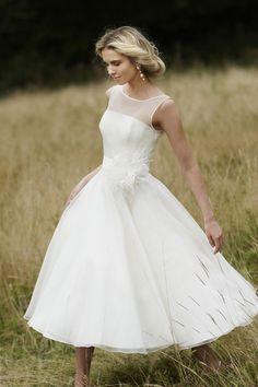 Robe de mariée en organza courte à encolure ronde et transparente à A-ligne avec applique