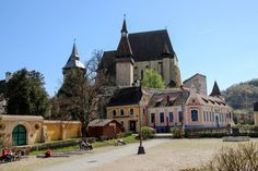 The UNESCO-protected Biertan fortified church lies in the heart of Transylvania, approximately halfway between Sighisoara and Medias. Romania Tours, Temples, Art History, Arch, Places To Visit, Mansions, Country, House Styles, Travel