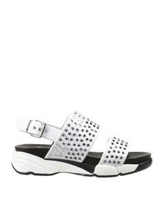 Sandalo con strass degradè con fondo gomma. Cinturino regolabile sul tallone. Tacco 5 cm, altezza suola anteriore 3,5 cm. Made in Italy.  Articolo: sandalo Brillante bianco Pinko