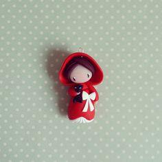 Création originale ©Madame Manon modelée à la main en argile polymère #bijoux #jewellery #jewelry #diy #homemade #fimo #creation #art #chaperon #conte #red #rouge