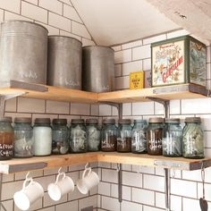scaffolding plank kitchen shelves <<~~~ Normally I don't like open shelves, but I like this with the old Mason jars.