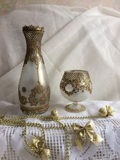 VK is the largest European social network with more than 100 million active users. Wine Bottle Art, Painted Wine Bottles, Painted Wine Glasses, Bottles And Jars, Bottle Lamps, Decorated Bottles, Plaster Crafts, Decoupage Tutorial, Pantry Labels