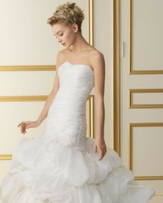 158 TILO / Wedding Dresses / 2013 Collection / Luna Novias (close up)