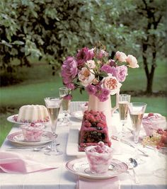 Tablescape tablesetting summer peonies gardenparty