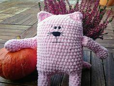 Plyšová+kočička+Mia+Plýšák+je+vyroben+z+100%+micropolyesteru.+Může+také+být+použit+jako+malý+polštářek.+Velmi+měkká!!!!!+výšká+bez+uší:27cm