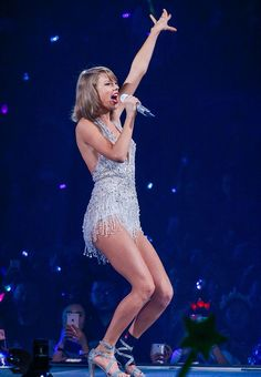 Taylor performing Style during the 1989 World Tour in Shanghai night one 11.10.15
