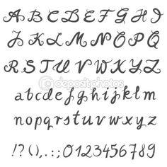 Grijs hand getrokken abc eenvoudige zwart-wit alfabet grote en kleine letters cijfers en tekens op witte achtergrond — Stockillustratie #15772757