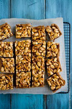 Brown Butter Blondies with Peanut-Pretzel Caramel @Jessica (Portuguese Girl Cooks)
