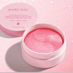 These pink gels boost skin hydration with the moisturizing power of glycerin, known to moisturize skin and help with water loss. Want to know more about these Hydrogel Eye Patches? Mary Kay Timewise Moisturizer, Moisturizer For Oily Skin, Mary Kay Night Solution, Mary Kay Botanical Effects, Mary Kay Satin Hands, Under Eye Mask, Mary Kay Cosmetics, Gel Mask, Tips Belleza