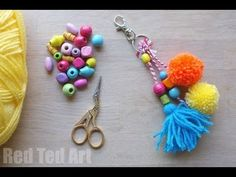 Super cute and easy Pom Pom Fox DIY. If you love pom poms and you love foxes. then this Fox Pom Pom DIY is for you. They make great diy pom pom charms! Pom Pom Crafts, Yarn Crafts, Diy Bag Charm, Diy Purse Organizer, Diy Backpack, Book Crafts, Kids Crafts, Craft Fairs, Crafts To Sell