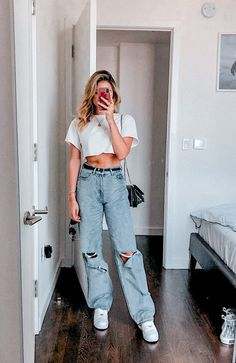 25 school outfit teenage to look cool and fashionable 25 school outfit teenage to look cool and fashionable SEE DETAILS Cute Casual Outfits, Retro Outfits, Vintage Outfits, Vintage Jeans, Casual Jeans, Simple Edgy Outfits, Party Outfit Casual, Stylish Outfits, White Girl Outfits