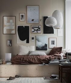 How to decorate a bedroom? We show you the 9 essential steps to decorate a bedroom, and as an extra, 3 styles of decoration Interior Stylist, Office Interior Design, Office Interiors, Bedroom Furniture, Bedroom Decor, Wall Decor, Dream Apartment, House Styles, Inspiration