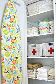 Ideas-for-an-organized-linen-closet-Simplicity-In-The-South-01.jpg (500×750)