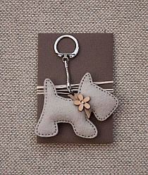 Items similar to Little Dog with a Wooden Flower Button - Keychain Pendant on Etsy crafts crafts crafts decoracion crafts Felt Diy, Felt Crafts, Fabric Crafts, Sewing Crafts, Sewing Projects, Felt Keyring, Wooden Flowers, Felt Decorations, Little Puppies