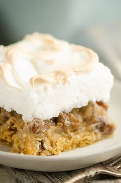 Sour Cream Raisin Meringue Bars are an easy twist on the old fashioned pie recipe with a buttery oatmeal crust. If you love the classic pie, but hate rolling out a crust, this dessert is for you! #OldFashionedDessert #SourCreamRaisin #OatmealRaisin Oatmeal Raisin Bars, Oatmeal Cream Pies, Raisin Pie Recipe, Sour Cream Raisin Pie, Merangue Recipe, Budget Desserts, Meringue Desserts, How To Make Pie, Best Pie