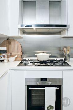 An all-white kitchen. Home Journal, September 2014.