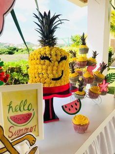 Fiesta temática tropical torta piña Tropical Party, Pineapple, Fruit, Tropical Theme Parties, Wedding, Pine Apple