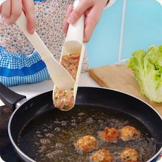 Cheap meatball maker, Buy Quality cooking tool set directly from China kitchen cooking tools sets Suppliers: DIY Home Cooking Tool Convenient Meatball Maker Useful Pattie Meatball Fish Ball Burger Set Kitchen Accessories Creative Kitchen, Diy Kitchen, Kitchen Dining, Kitchen Spoon, Shrimp Balls, Pot Rack, Kitchen Tools And Gadgets, Kitchen Supplies, Hot Pot