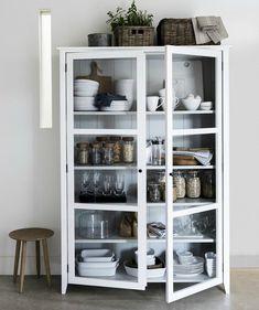 40 Top Inspiring Scandinavian Kitchen Shelves Ideas - Page 24 of 40 Kitchen Display Cabinet, Kitchen Shelves, Glass Shelves, Kitchen Storage, Cabinet Storage, Glass Display Cabinets, Kitchen Organisation, Glass Cabinets, Kitchen Cabinets