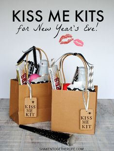 Kiss Me Kits for New Year's Eve! Fill a bag or basket with everything for th… Advertisements Kiss Me Kits for New Year's Eve! Fill a bag or basket with everything for the perfect kiss at Midnight – a fizzy… Continue Reading → Glamour Party, New Years Eve Kiss, New Years Eve Party, Nye Party, Party Kit, Party Ideas, Gift Ideas, Nye Ideas, Event Ideas
