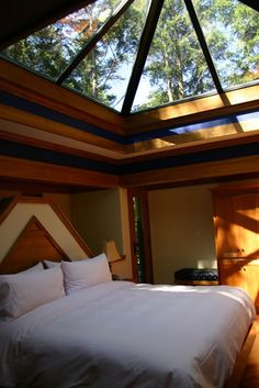 1000 images about kellys room on pinterest mezzanine for Glass ceiling bedroom
