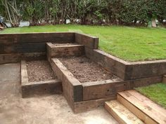 Raised beds built of railway sleepers - Garden with height differences, sloped garden Back Gardens, Small Gardens, Outdoor Gardens, Railway Sleepers Garden, Sloped Yard, Tiered Garden, Raised Garden Beds, Raised Beds, Raised Gardens