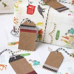 It seems this year everyone is getting into upcycled Christmas, from presents to decoration and now gift wrap. Here are our top 5 best ideas