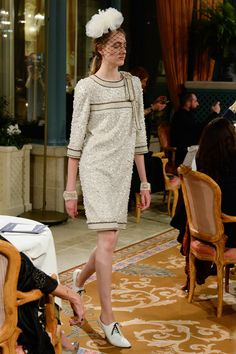 http://www.vogue.com/fashion-shows/pre-fall-2017/chanel/slideshow/collection