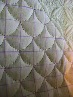 free motion quilting clamshells using a grid
