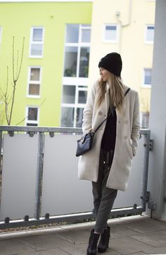 Outfit: Laid back – BELLE | Allt milli himins og jarðar #style #fashion #ootd #outfit #clothes #michael #kors #66north #newyorker #white #coat Style Fashion, Fashion Beauty, Ootd, Michael Kors, Lifestyle, Jackets, Outfits, Clothes, Down Jackets