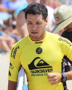 Adriano De Souza  heads out for Round 4 Quiksilver Pro Gold Coast.  #adrianodesouza  #quiksilverpro #quikypro #quikpro #snapperrocks #goldcoast #surfing #prosurfing #sport #surfphotography #surf #coolangatta #qld #quiksilver #australia #surfboard  #visitgoldcoast #thisisqueensland #discoveraustralia #wsl #worldsurfingleague @wsl @quiksilver @komunityproject by kazlindsay