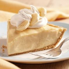 Banana Cream Pie- I could have used this 3 weeks ago when I bought 40 lbs of bananas for under 4 dollars! Love easy to make cooked cream pie recipes! Wonder if I can adapt this one for pineapple cream pie! Great Desserts, Delicious Desserts, Yummy Food, Cream Pie Recipes, Milk Recipes, Yummy Recipes, Baking Recipes, Pie Dessert, Dessert Recipes