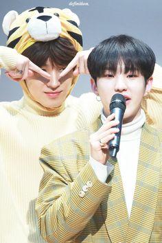Wonwoo and Hoshi Woozi, Jeonghan, Seventeen Wonwoo, Seventeen Wallpapers, Pledis 17, Team Leader, Pledis Entertainment, Seungkwan, South Korean Boy Band