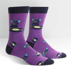 Scratch those boring socks and wear fun Cat Socks for men. Your cat(s) love you in their own feline way and you can show your love for them by wearing crazy socks featuring, what else, but cats. Cat socks are fun to wear, however, so it's a win-win. Dj Kitty, Crazy Socks For Men, Mens Novelty Socks, Purple Socks, Buy Socks, Cat Scratching, Crew Socks, Vintage Outfits, Man Shop