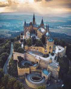 This sub is about finding beauty in the the world around us, from the simple and ordinary to the majestic and awe-inspiring. Landscaping Images, Visit Germany, Germany Castles, Travel Goals, Barcelona Cathedral, Places To Go, Mansions, World, Travel Tips